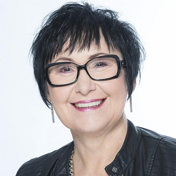 Das ist ein Profilbild der Autorin Marie Fröhlich